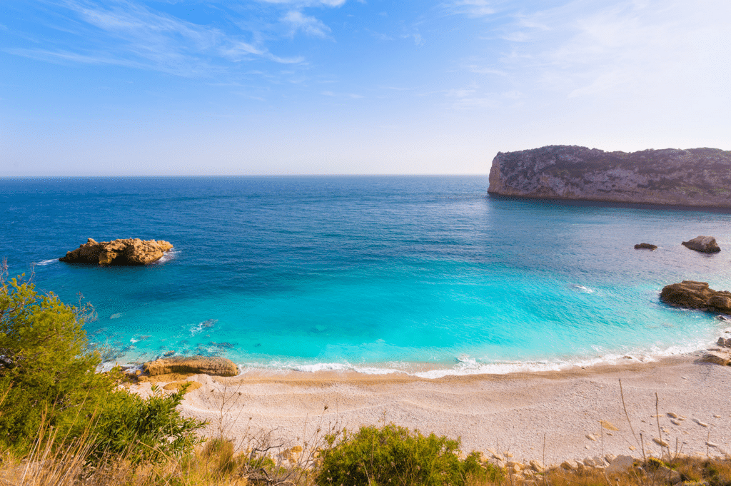 Discover the best coves and beaches in Cumbre del Sol
