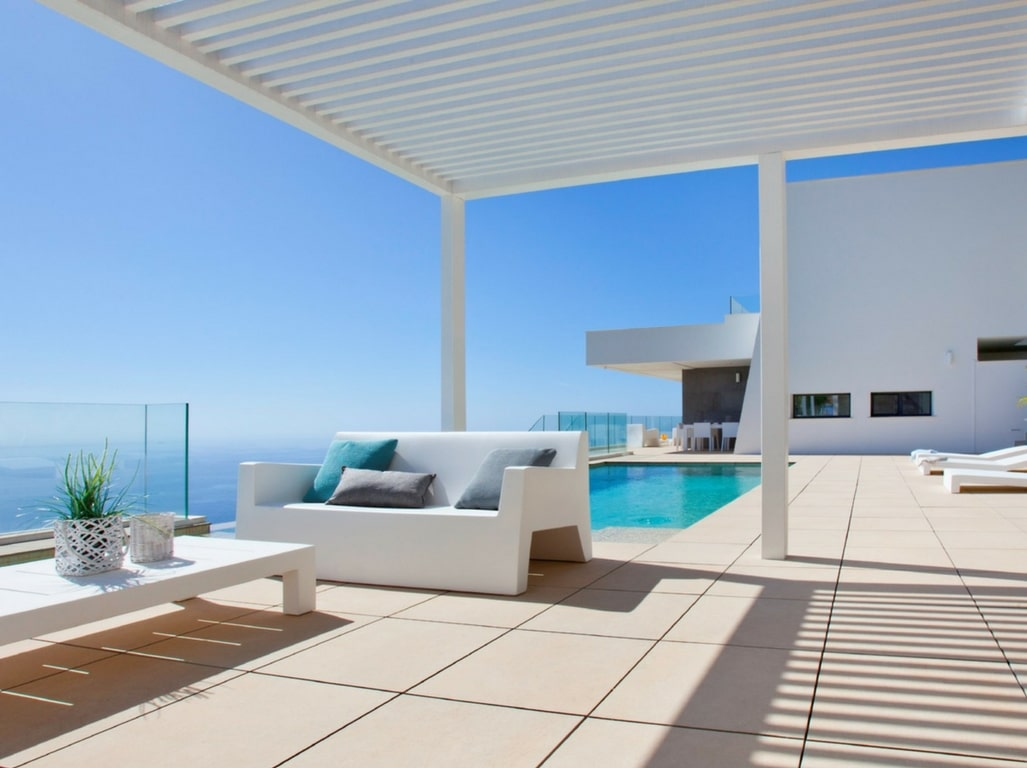 Your house in Cumbre del Sol with a large terrace and infinity pool