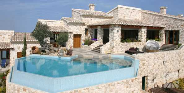 Front Pool-Terrasse der Luxusvilla Canter�a
